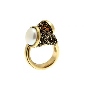 Reverse Cammeo Ring